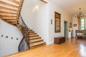 Escalier bois maison roquemaure